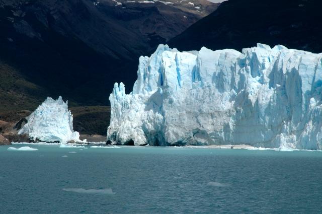 O canal aberto na geleira.