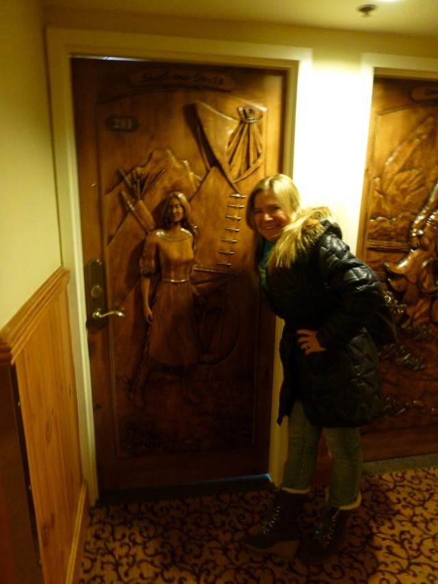 """A decoração do hotel lembra o """"Velho Oeste"""""""
