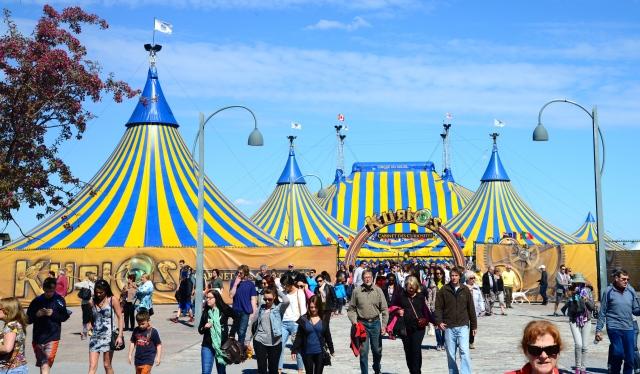 O Cirque du Soleil no Vieux Port de Montreal.