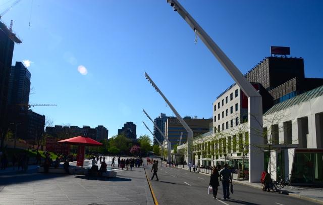 A avenida já é previamente preparada para grandes shows.