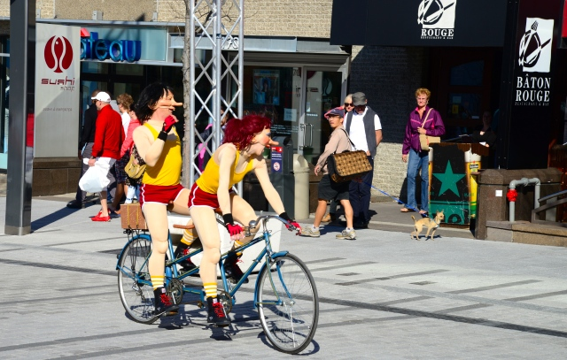 Manifestações culturais no Quartier des Spetacles