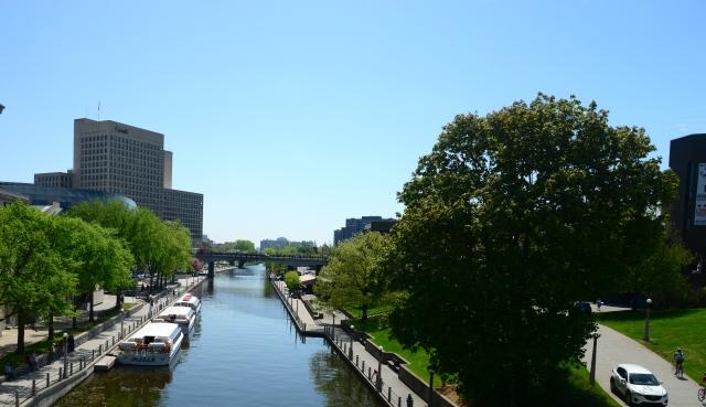 O passeio de barco pelo Canal Rideau é imperdível.