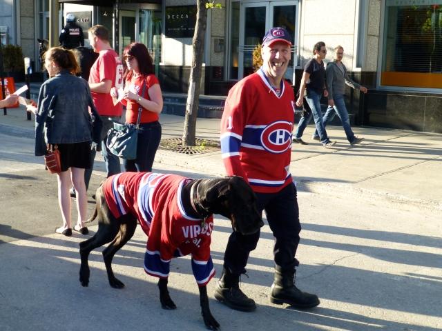 Os torcedores do Canadiens Montreal circulavam pela cidade.