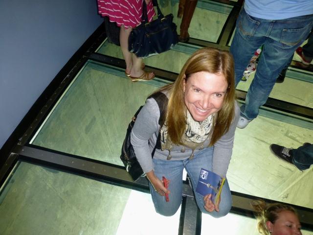 O piso de vidro é uma atração à parte.
