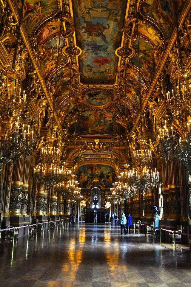 Salão interno da Ópera de Paris