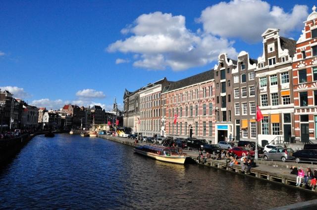 Canais de Amsterdam.