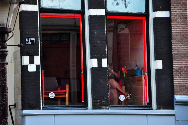 As prostitutas expostas nas vitrines.