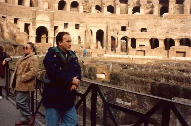O Coliseu impressiona e rememora a história.