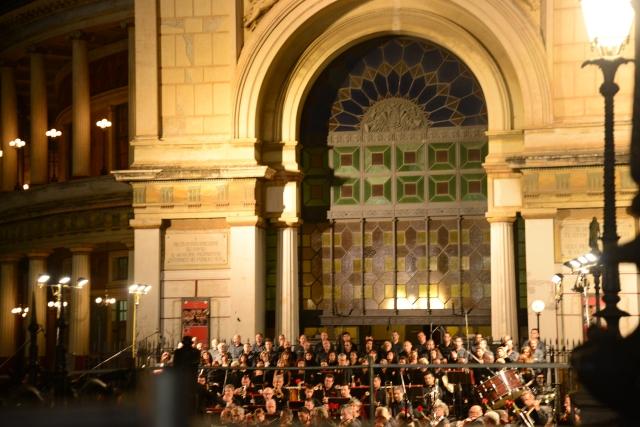 Concerto em frente ao Teatro Politeama.