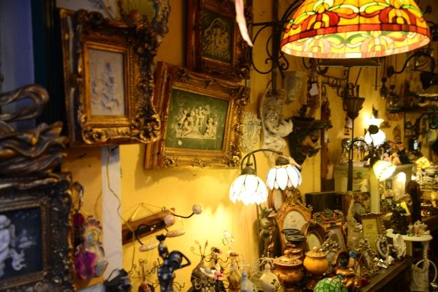 Lojas de artesanato nas ruas de Cefalú.