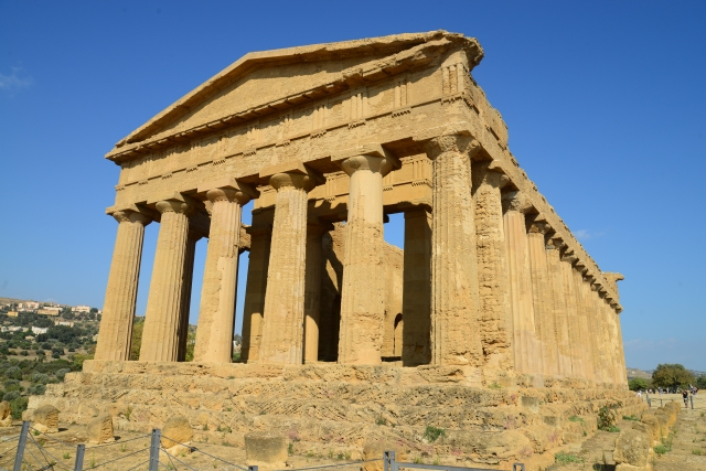 As ruínas gregas são comuns na Sicília.
