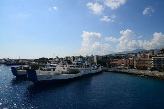 Pegamos um Ferry para a Calábria.
