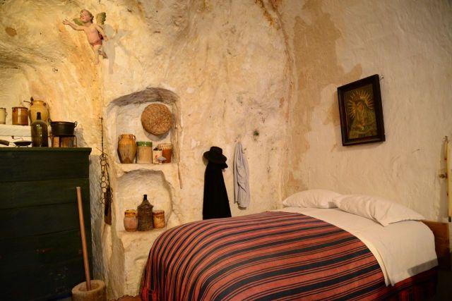 Detalhe de uma casa caverna.