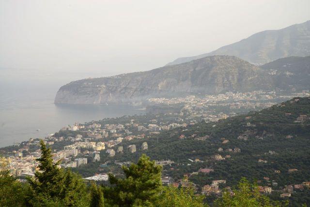A vista de Sorrento a partir do nosso hotel.