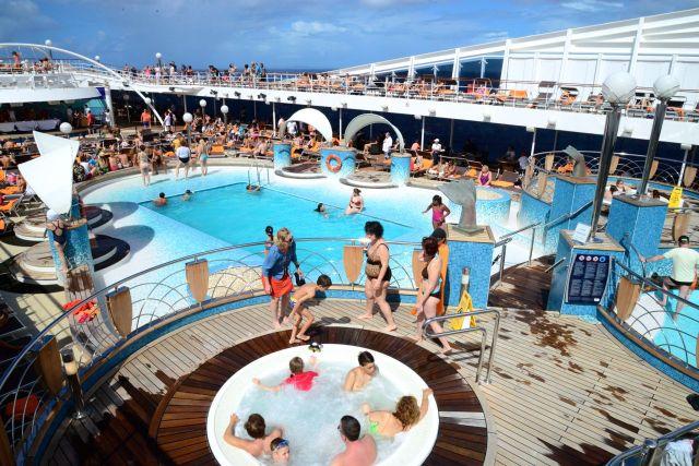A área da piscina é sempre muito movimentada.