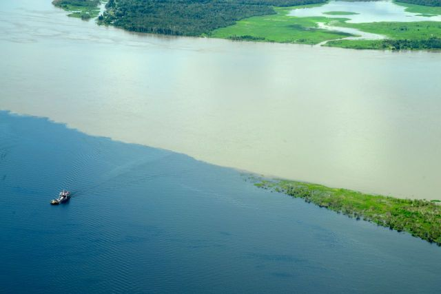 O Encontro das Águas dos rios Negro e Solimões.