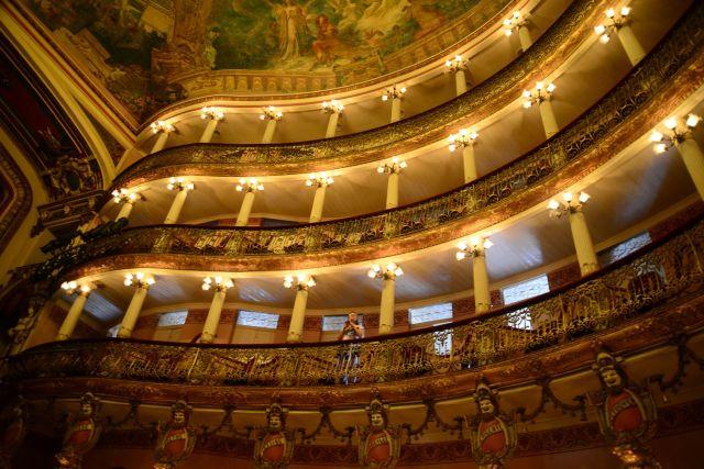 Os três andares de balcões do Teatro.