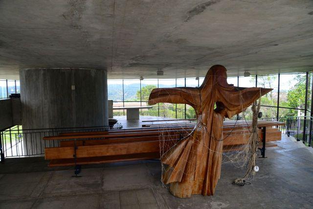 O interior da Capela de São Pedro Apóstolo
