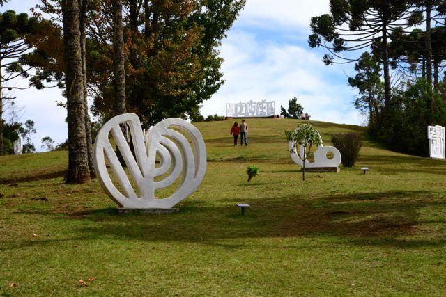 O Parque de Esculturas Felícia Leirner.