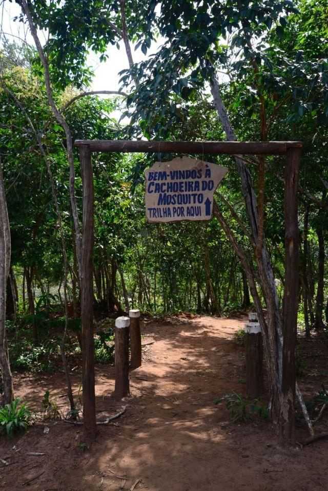 O início da trilha para a Cachoeira do Mosquito.
