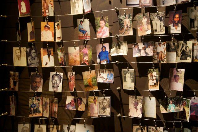 Fotografias de pessoas mortas no genocídio de Ruanda.