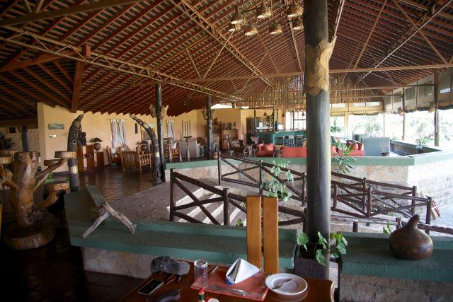 O salão do restaurante do Tipilikwani Mara Camp