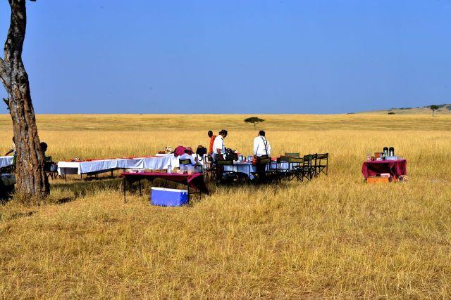 O café-da-manhã preparado para o safari de balão.