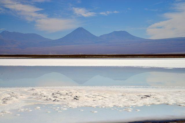O vulcão Lincancabur com a Laguna Tebinquiche