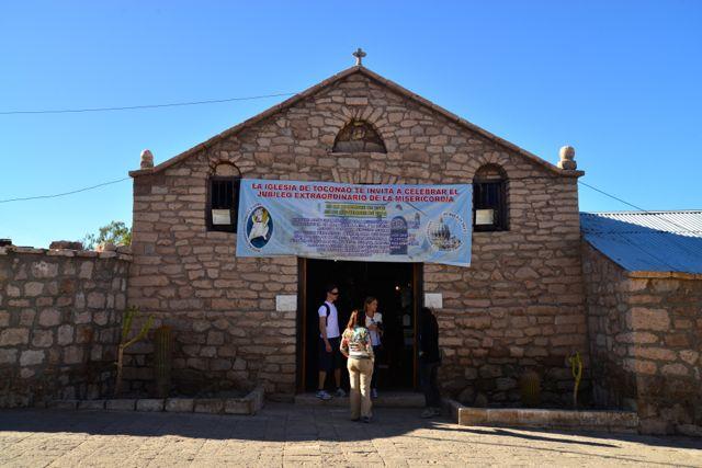 A pequena igreja de San Lucas no Povoado Toconao.