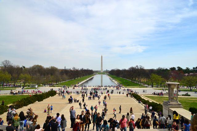 O espelho d'água em frente ao Memorial de Lincoln.