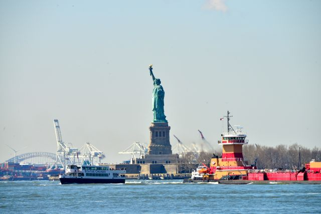 É daí que saem os barcos para a Liberty Island.