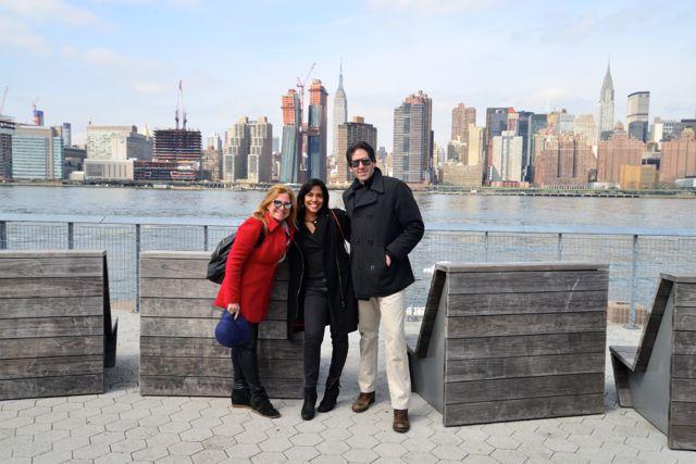 Monica com os amigos Ana Paula e John.
