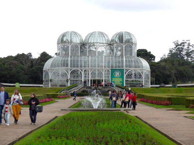 O Jardim Botânico é o maior símbolo de Curitiba