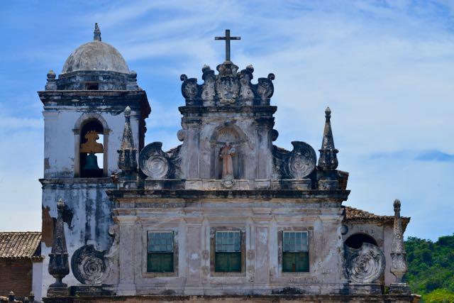 Detalhes da fachada da igreja.
