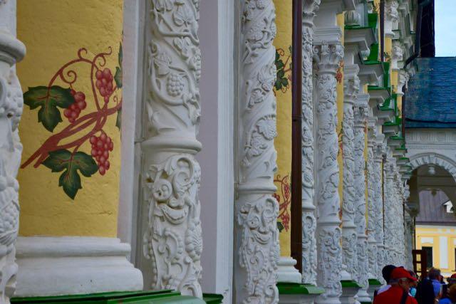 As colunas do refeitório.
