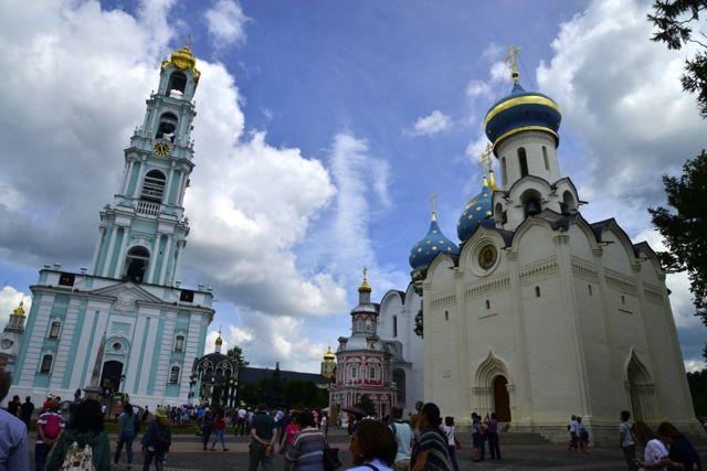 O conjunto de igrejas e capelas do Mosteiro.