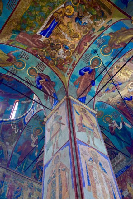 A decoração exuberante da Catedral da Assunção.