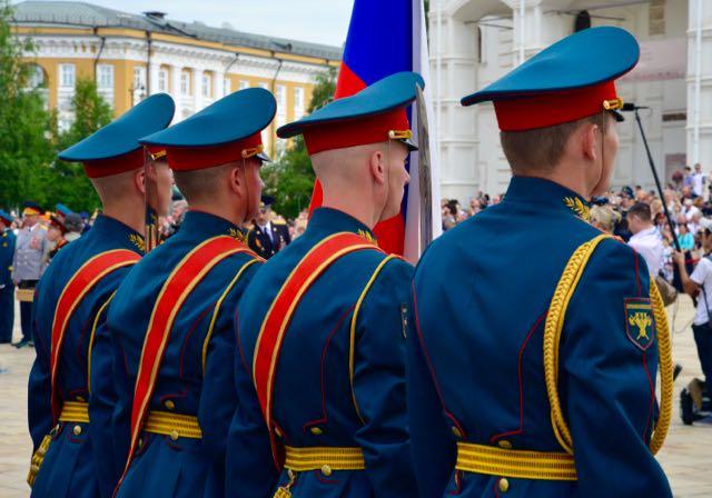 Jovens oficiais no Kremlin