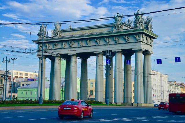 A Porta de Moscou, ao lado do nosso hotel.