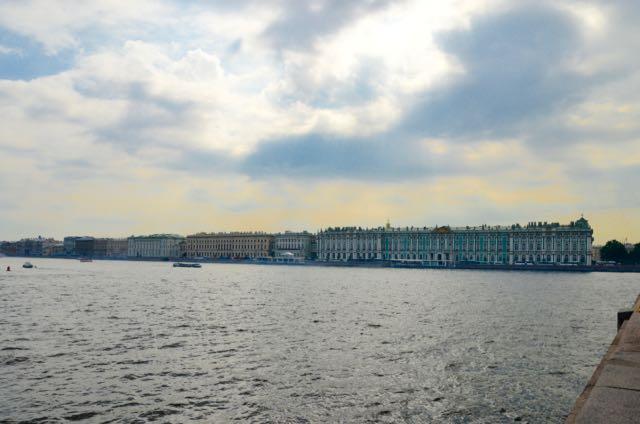 A presença do Rio Neva valoriza o traçado urbano de São Petersburgo.