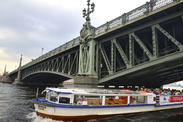 As pontes levadiças sobre o Rio Neva