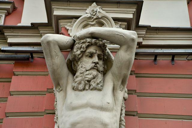 Detalhe de fachada em Palácio na Avenida Nevirsky