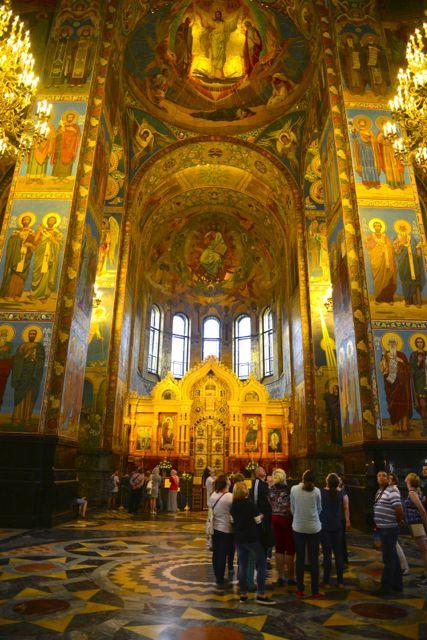O rico interior da Catedral do Sangue Derramado.