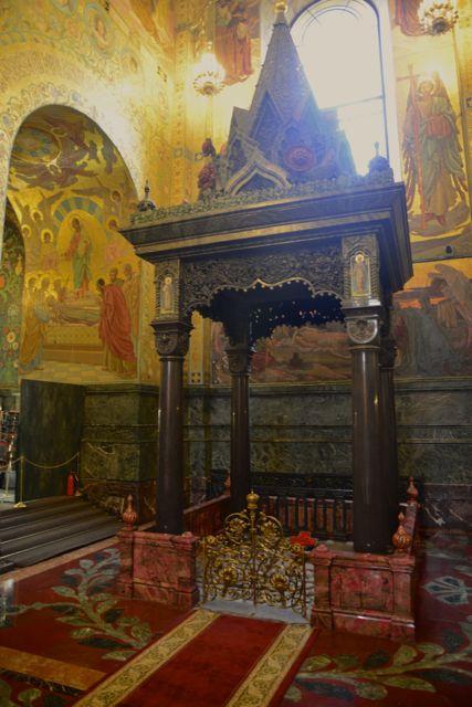 O dossel no local onde Alexandre I foi assassinado.