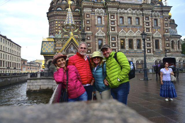 Chove muito em São Petersburgo.