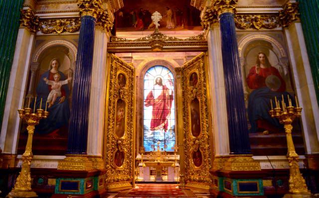 O vitral com a imagem do Cristo
