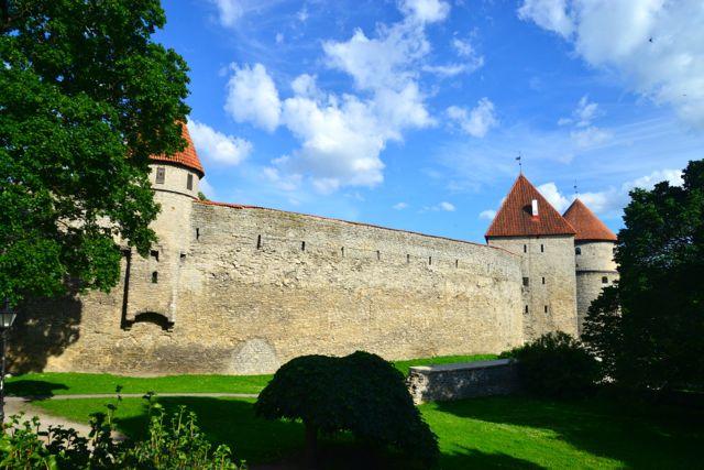 Uma grande muralha separa a Cidade Alta da Cidade Baixa.