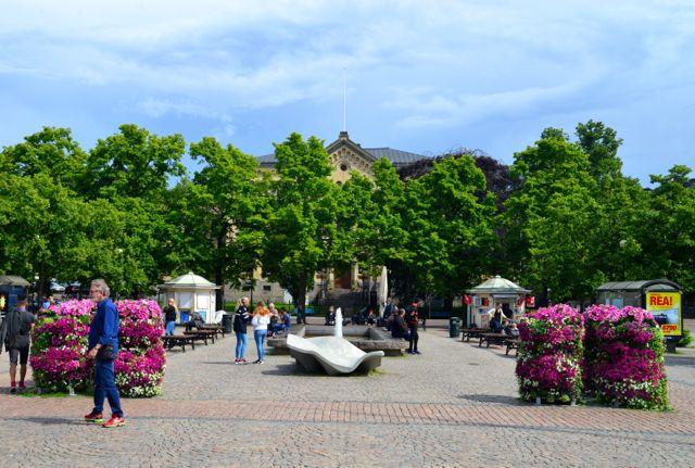 A praça central da pequena cidade de Karlstad, na Suécia.