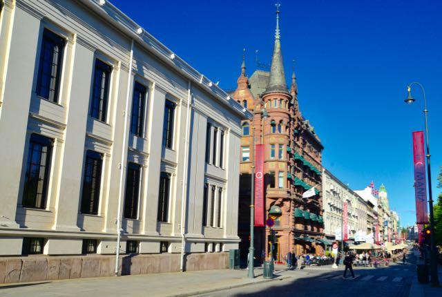 Centro de Oslo ao entardecer.