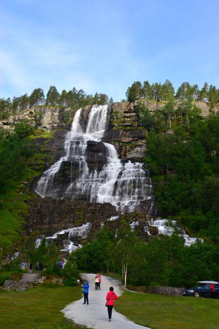 Belas cachoeiras no Vale de Voss.